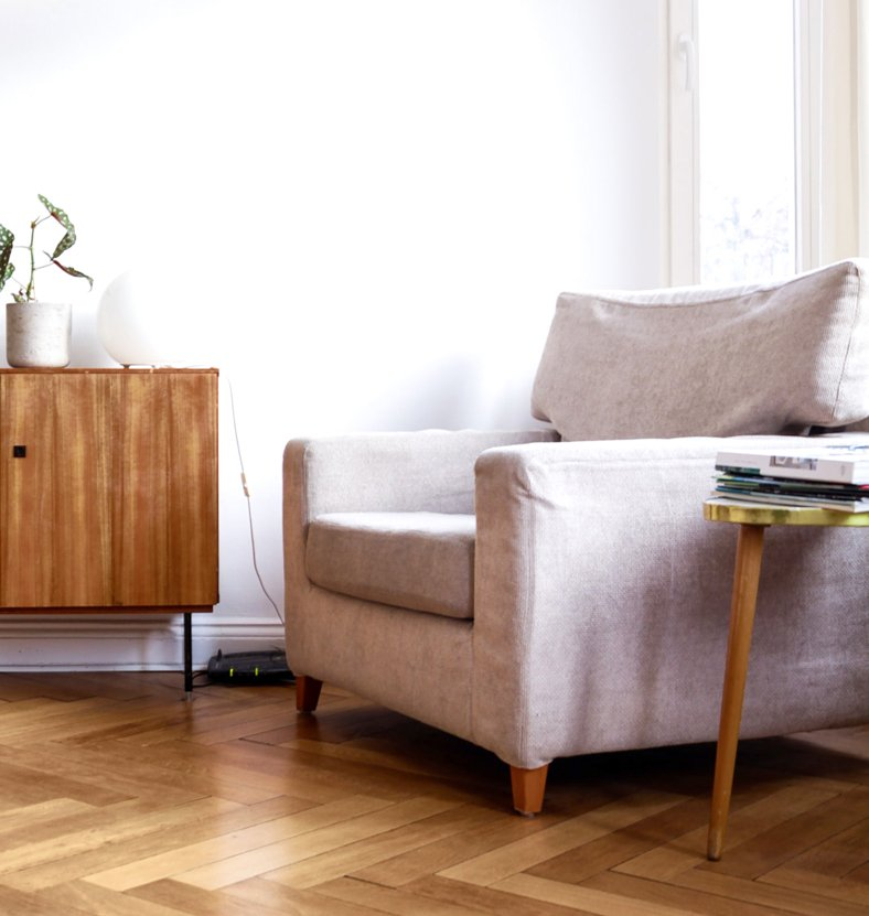 Top sleeper chair for small spaces