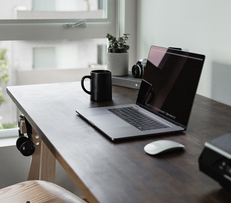 Minimalist home office, declutter your home office