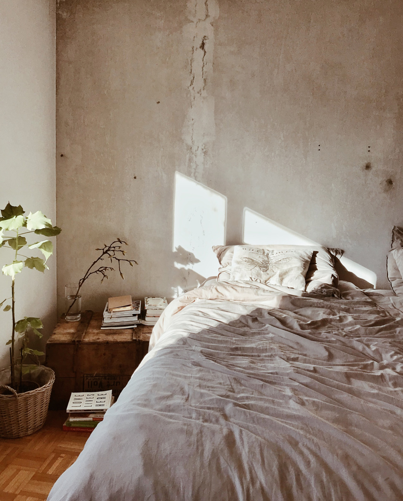 Creating a cozy minimalist home, introduce natural fibres and elements in your home